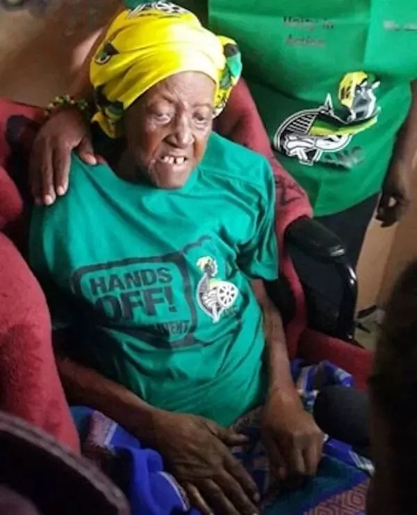 The oldest of South African woman dies at age of 134 (photos)