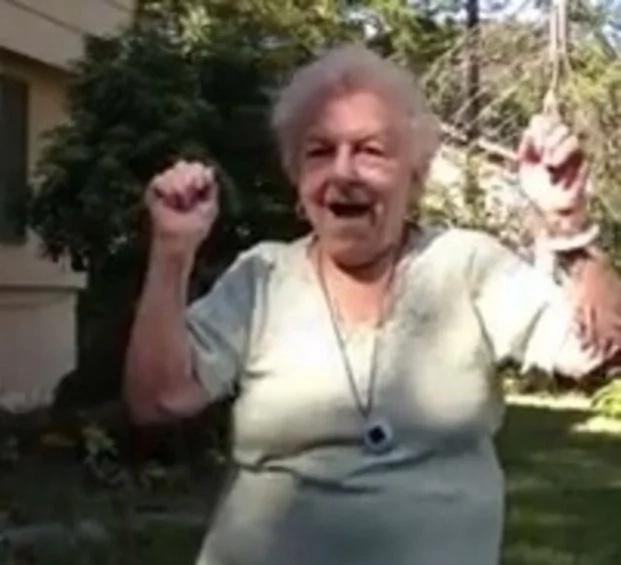 """El baile de esta abuela coleccionó miles de """"likes"""" en Facebook"""