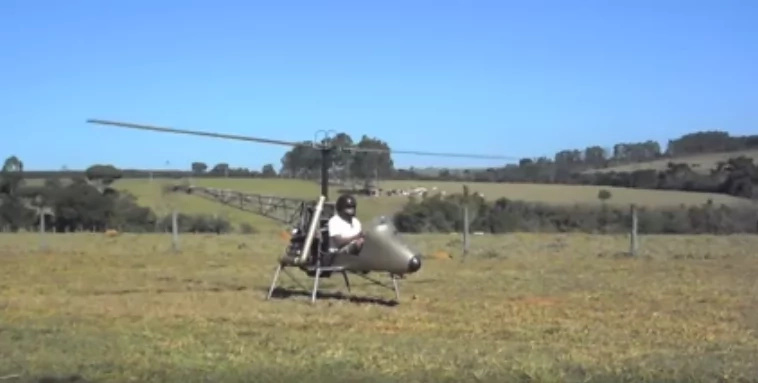 A Kenyan man tries to take off with his improvised chopper but this happens (video)