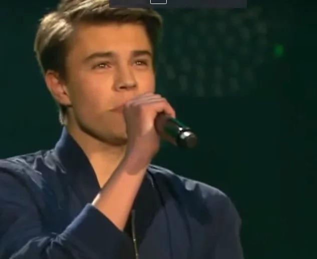 Handsome singer serenades netizens with beautiful vocals