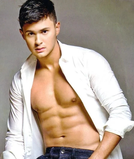 Matteo only has eyes for Sarah Geronimo