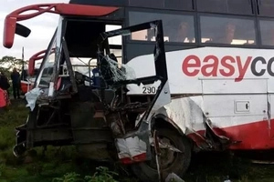 Photos from a nasty accident involving Easy Coach bus that has killed travellers and left many injured