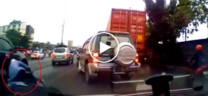 Careless Pinoy rider gets run over by SUV after crashing his motorbike in Manila