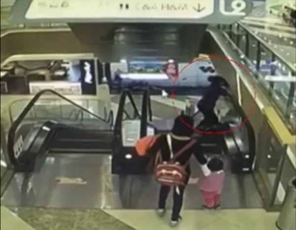 4-month-old baby dies in escalator accident