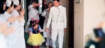 Un papá devoto se casó con su hija de 6 años críticamente enferma para que tuviera la boda de cuentos de hadas de sus sueños