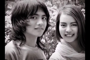 Nakakakilig naman! Meet Carrot Man's real girlfriend in sweet photo compilation