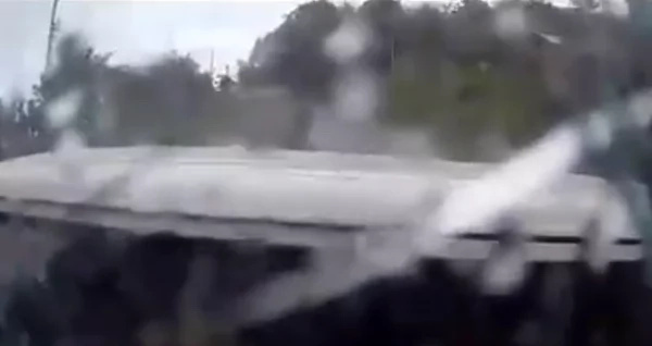 Van overtakes a car but ends up losing control and crashing with other vehicles