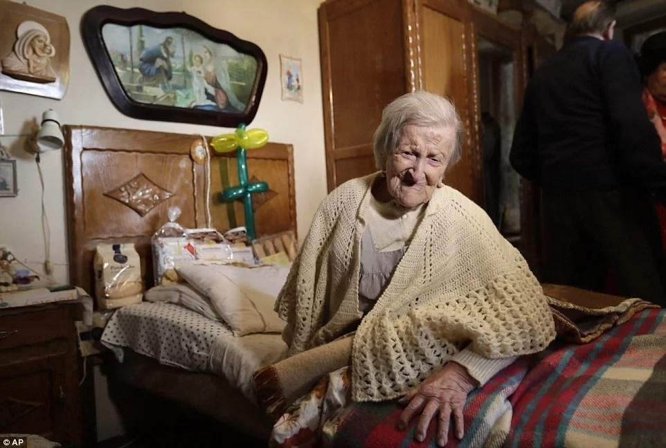 World's oldest woman, also believed to be the last known survivor of 19th century, DIES aged 117 (photos)