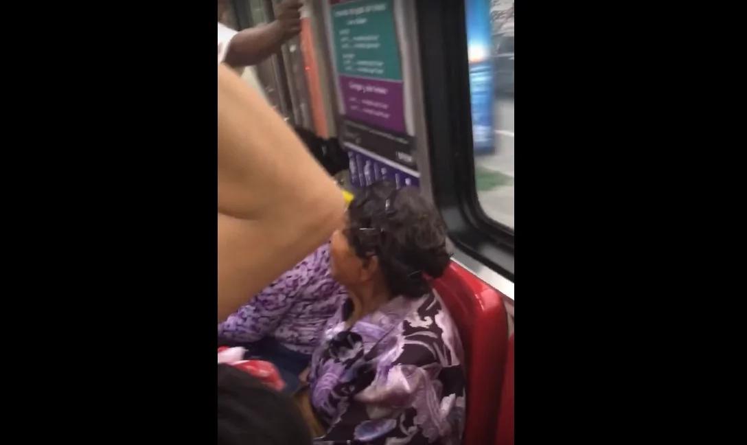 Mujeres insultan anciana por no ceder asiento a embarazada