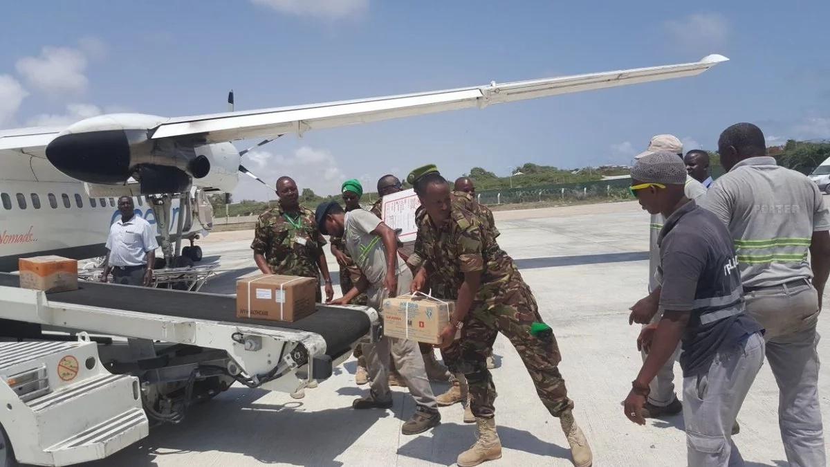 Kenya Defence Force delivers medical supplies to Somalia Govt.