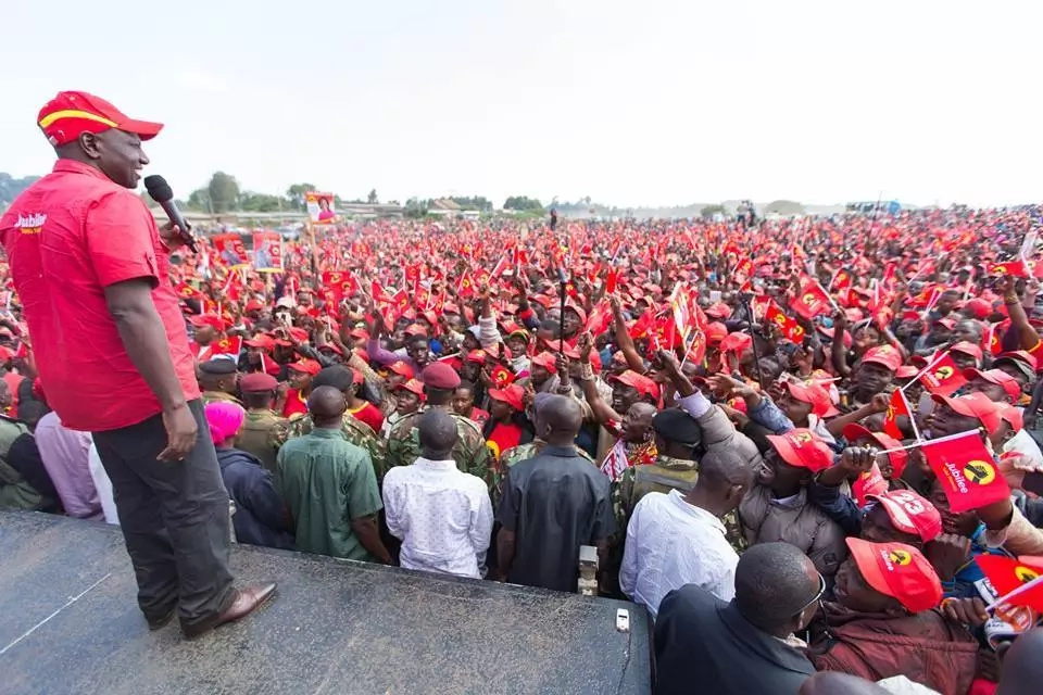 Uhuru tears NASA apart in Narok, urges Kenyans to reject Raila in totality
