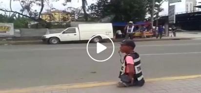 Pinoy in Cebu inspires everyone with his work despite having no legs