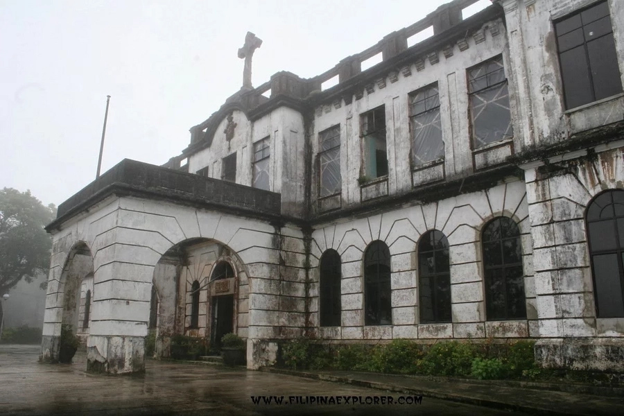 Vice Ganda and friends explore haunted Diplomat Hotel