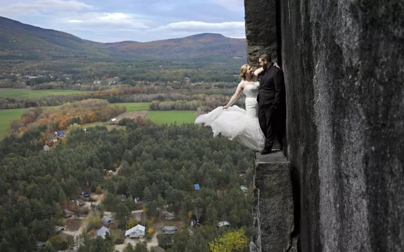 "After saying ""I do,"" they now say ""high do."" Photo: Caters News Agency"