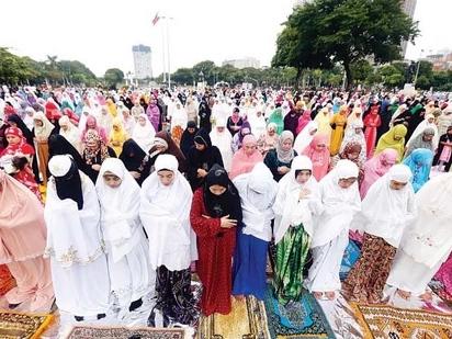 Duterte attends Mindanao Hariraya Eid'l Fitr 2016