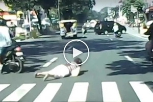 Kawawang matanda! Elderly Pinay in QC victimized by motorcycle rider in brutal hit-and-run accident