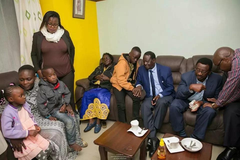 Raila Odinga atembelea familia ya meneja wa IEBC aliyeuawa kinyama Chris Msando