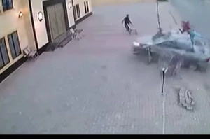 Shocking video show how two brothers die when their motorbike was hit by a car
