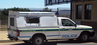 Mbalula Congratulates Officers involved in arresting 8 Corrupt SAPS members at Golela Port of Entry