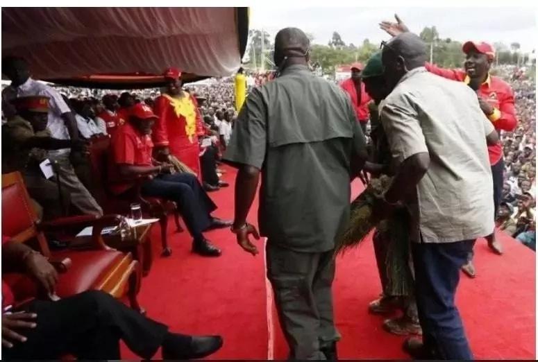 Mwanamume ashtua kwa kupita ulinzi mkali na kwenda hadi alikokaa Uhuru(PICHA)