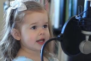 Padre pide a su hija de 3 años cantar su canción favorita. Lo que el graba en video !se vuelve VIRAL!