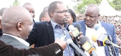Picha za KUSISIMUA za mbunge akimuonyesha MAPENZI tele mchumba wake!