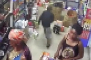¡Mujer se lleva a sus siete hijos de compras para que la ayuden a robar!