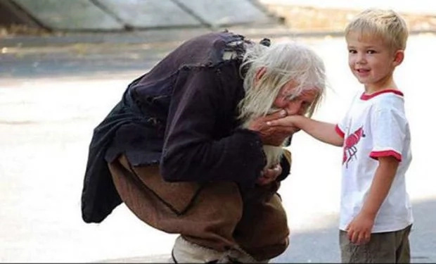 Old man begs for orphanages