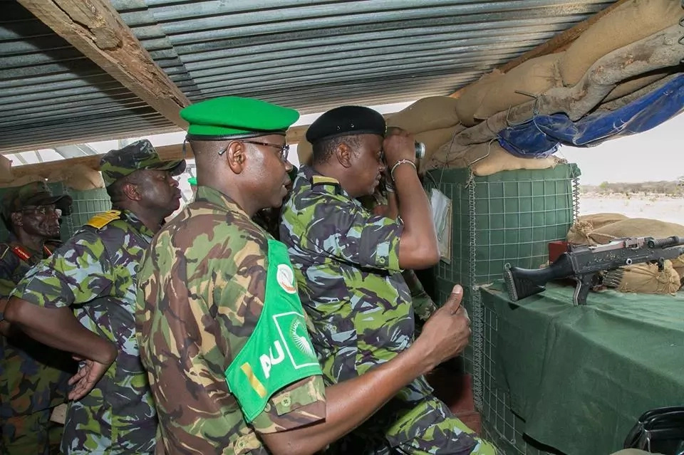 9 startlingly impressive photos of Uhuru when he surprised KDF soldiers in Somalia