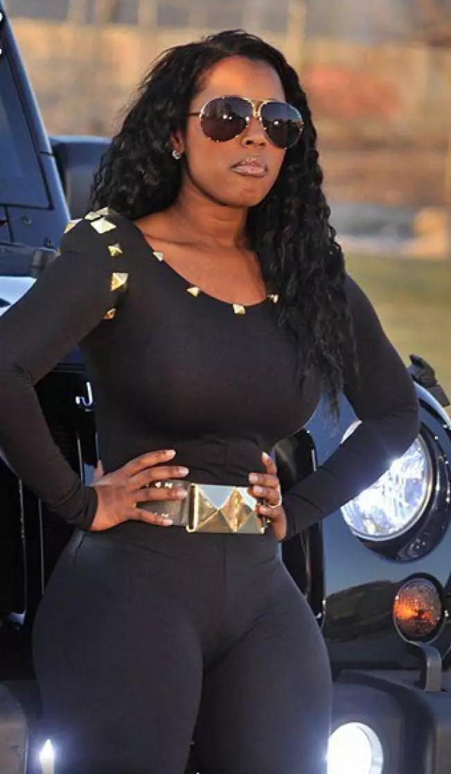 This woman wrapped body to have Kardashian waist