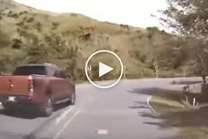 Reckless Pinoy driver crashes pick-up truck after counterflowing on dangerous road