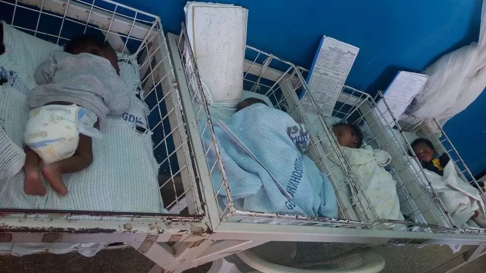 4 beautiful newborn babies were abandoned at the hospital in Kenya