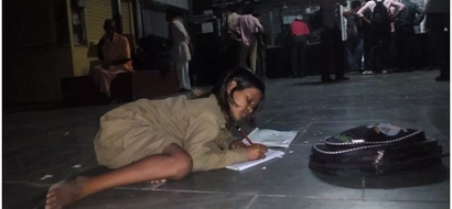 Determined! This picture of a young girl studying at a railway station will inspire you (photo)