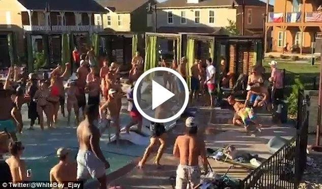 Impactante video de pelea masiva en una piscina pública