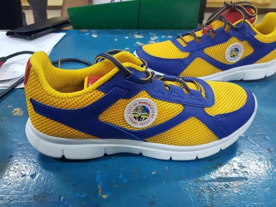 Kakaiba ang gimik! After Makati's 'Binay Baller Brand' rubber shoes, Mandaluyong releases its 'Air Abalos 1' given to each student