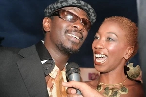 Nameless exposes wife, Wahu's red hot thighs (photo)
