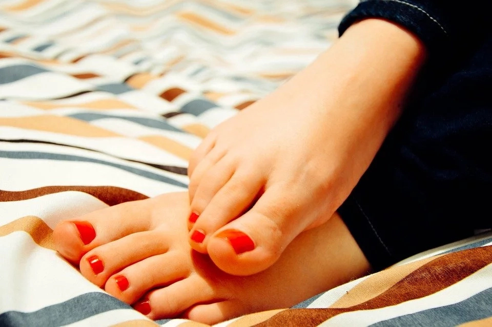 Top 6 natural ways to deal with nail fungus at home