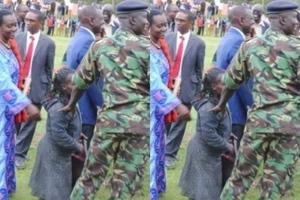 William Ruto ampa mwanamke maelfu ya pesa hadharani, Jua sababu