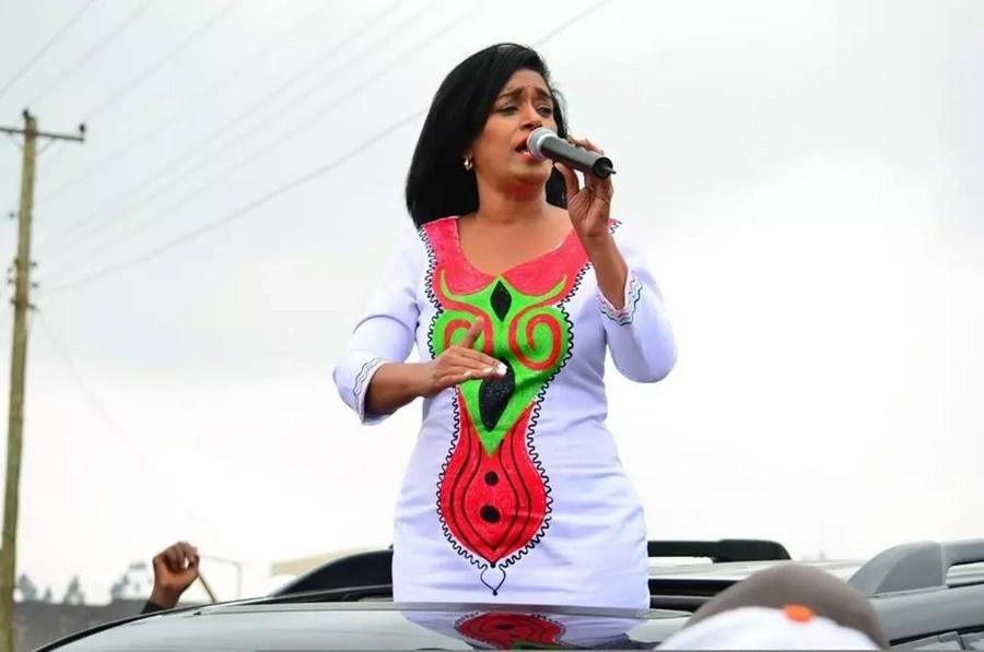 Esther Passaris awazuzua wengi Kiambu kwa vazi lake murua (picha)