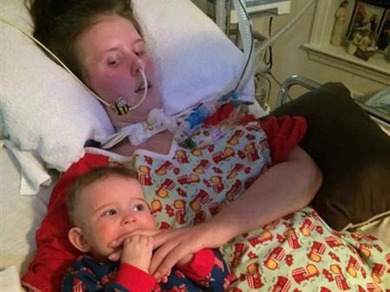 Murió la madre que inspiró a todos al amamantar con ALS