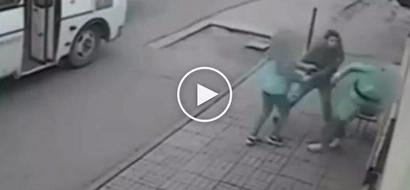 Bayaning lalake nakunan ng CCTV habang ipinagtatanggol ang kawawang babaeng ginugulpi ng kawatan
