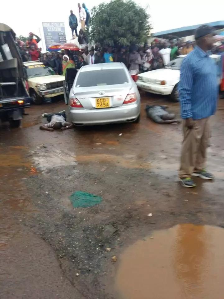 Disturbing video of armed thugs robbing an M-Pesa shop in Uthiru at gunpoint