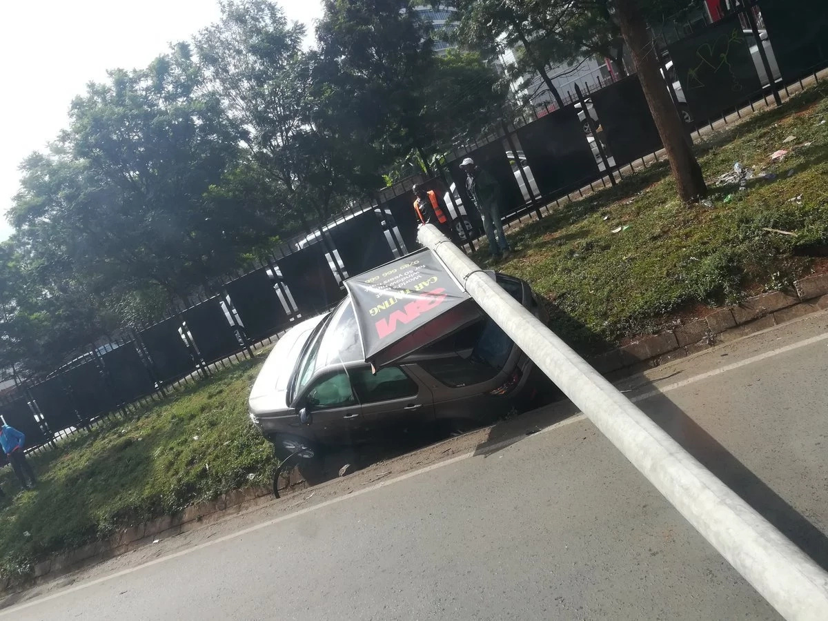 Electricity pole falls on Range Rover along Waiyaki Way, causes massive traffic (photos)