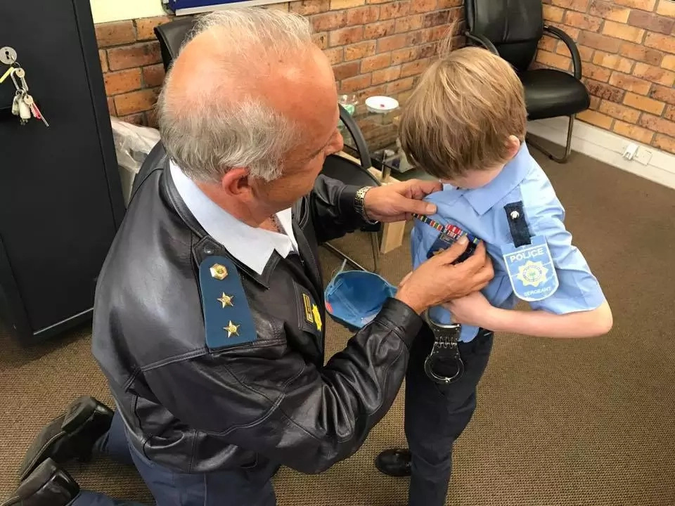 Boy, 7, who wants to become cop spends his birthday chatting with police officers
