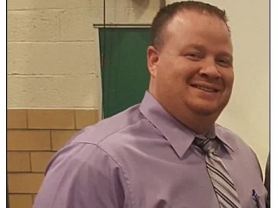 High School Principal Suspended For Telling Pupil He Will Punch Him In The Face