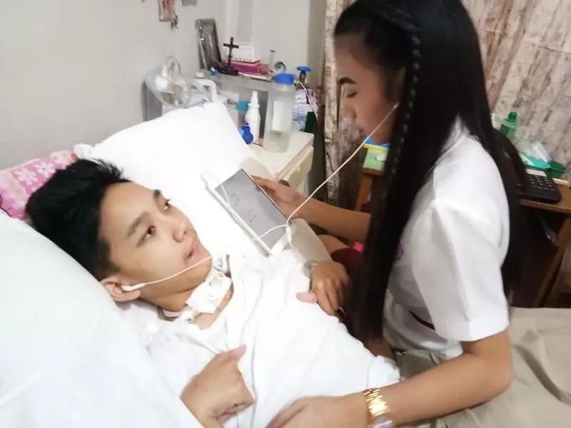 Sa sakit man o kalusugan! Teenage girlfriend earned heaps of praises for taking care of her bedridden boyfriend with brain injury