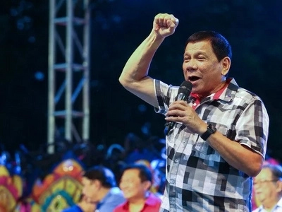 Sapat lang! Duterte grades himself a '6' on his first 100 days in office