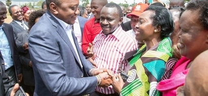 Uhuru meets Karua after she declared support for him... what happens next leaves everyone stunned (video)