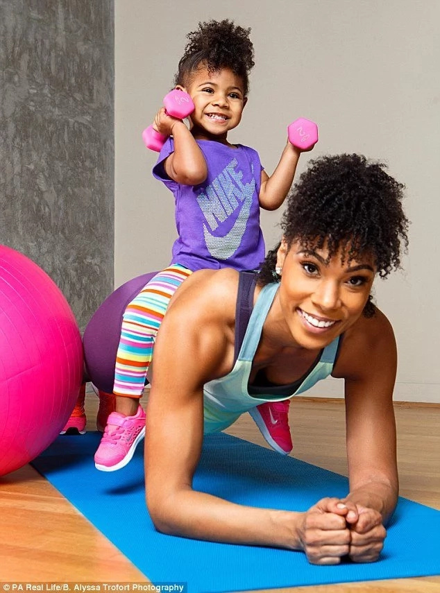 New mon loses 27kg by using her 2-year-old daugter as workout partner (see cute photos)