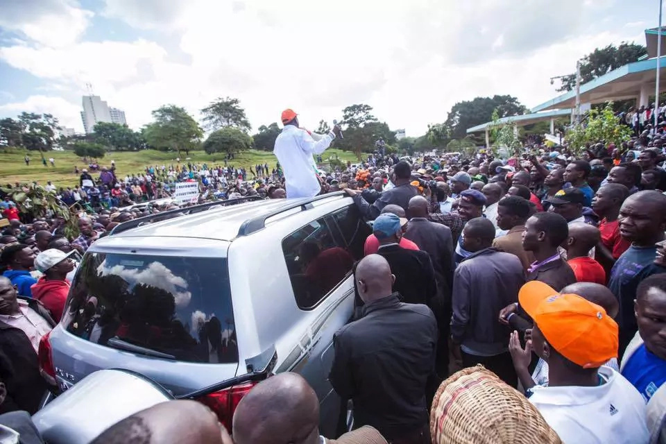 Raila produces 'evidence' against IEBC, Uhuru